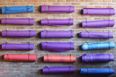 5 Jenis Alat Olahraga yang Dibutuhkan untuk Melakukan Yoga