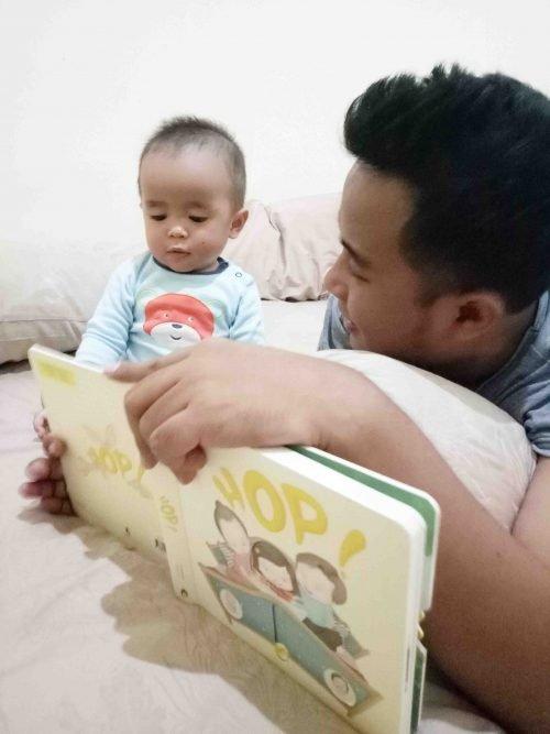 Membaca Buku Rabbithole - 6 Kegiatan Sundate Bersama Keluarga