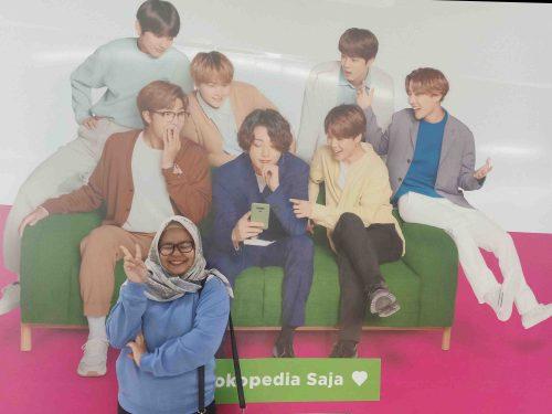 menjadi fans BTS ARMY - Stasiun MRT HI Hotel Indonesia