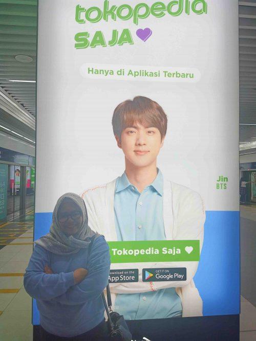 menjadi fans BTS ARMY - MRT HI Hotel Indonesia