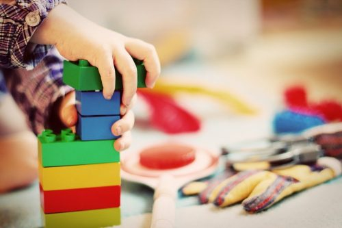 Cara Membersihkan Koleksi Mainan Anak & Bayi