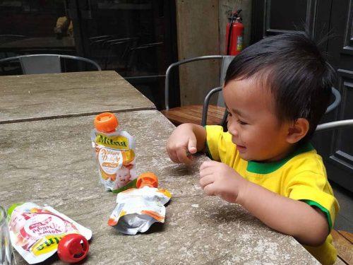 Cara Mudah Untuk Makan Buah Bersama Milna