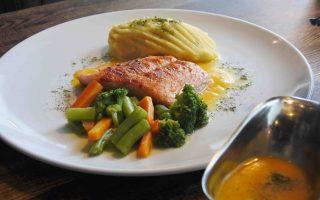 Makanan di Indigo Cafe Salmon Steak