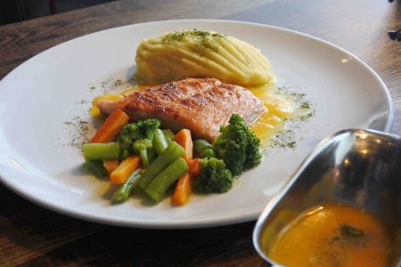 Makanan di Indigo Cafe Salmon Steak