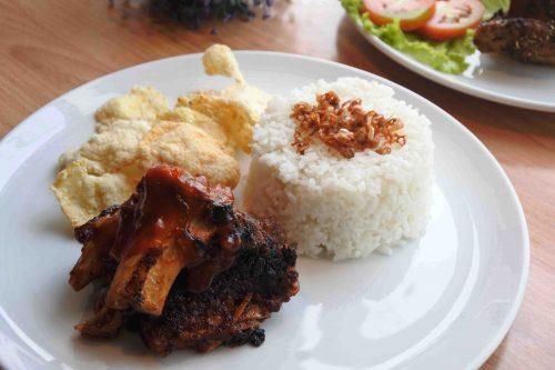 Makanan di Indigo Cafe Iga Bakar