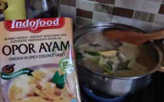 Resep Opor Ayam Mudah dengan Bumbu Jadi Indofood