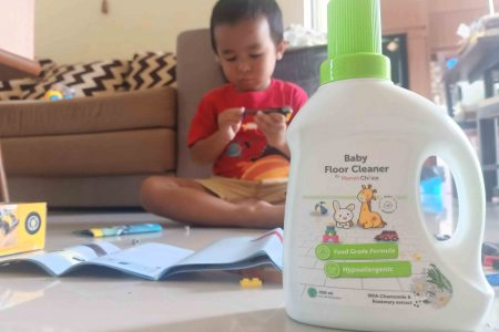 Review Mama's Choice Baby Floor Cleaner, si Pembersih Lantai Anti Bakteri