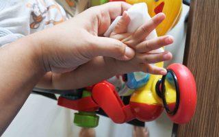 Tips Melindungi Anak dari Kuman ala Mitu Antiseptic Wipes