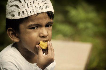 Tips Mengenalkan Puasa untuk Anak 2-3 Tahun